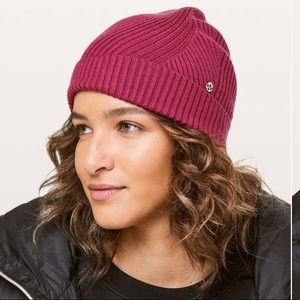 Lululemon Twist Of Cozy Knit Beanie NWT Violet Red